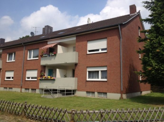 Wohnen im Grünen: 3 1/2 - Zimmer - Wohnung in Wesel - Flüren