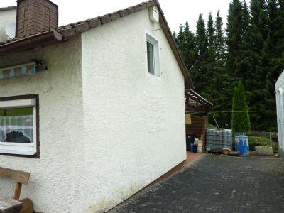 Südseite mit Stellplatz 2 PKW