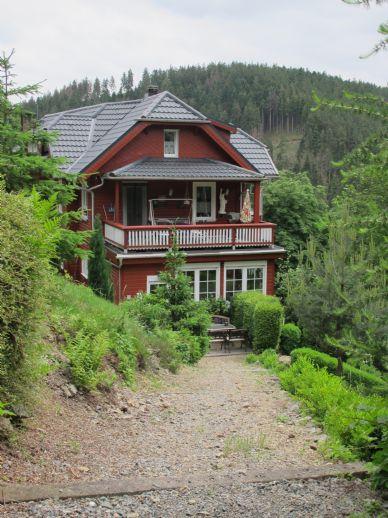 Zweifamilienwohnhaus mit großem Waldgrundstück im schönen Schwarzatal