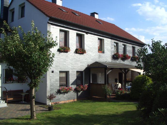 2-Zi.-Wohnung, renoviert, mit großer Gartenterrasse, Kfz Stellplatz, ruhige gute Wohnlage