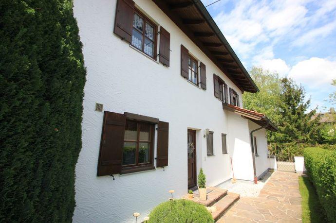 Provisionsfrei! Ainring-Perach, gepflegtes Zweifamilienhaus mit Garten, in absolut ruhiger Lage.