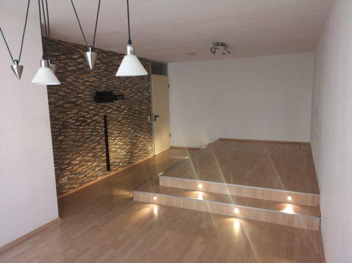 Moderne 2,5 ZKB Wohnung mit EBK in Toplage!