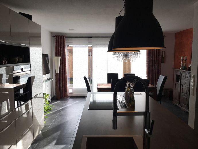 Großzügige Wohnung mit Doppelhauscharakter