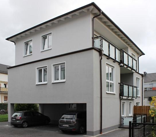 Top moderne Neubauwohnung in gepfl. WE, 79 qm, 2. OG, gr. Wohnz.integr. Küche, Schlafz., Diele, Bad,