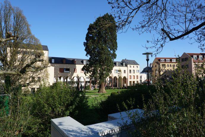 Provisionsfrei mit Burg-Blick-3,5 Zimmer-Maisonette-Wohnung mit Einbauküche