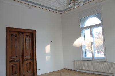 EG: Erkerzimmer mit Durchgang zum SZ