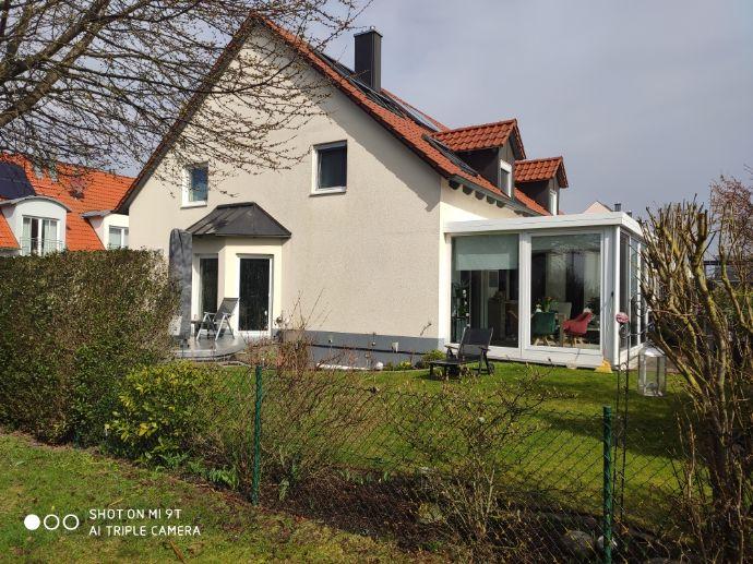 Sehr schöne Doppelhaushälfte, geräumiges Haus gehobene Ausstattung mit fünf Zimmern in Augsburg (Kreis), Langweid am Lech\ Stettenhofen.
