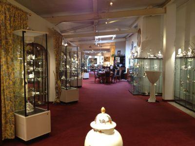 EG: insg. 905 m² Ausstellungs-/Verkaufsfläche/Büro