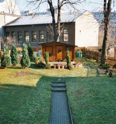 Grundstück mit Gartenhäuschen