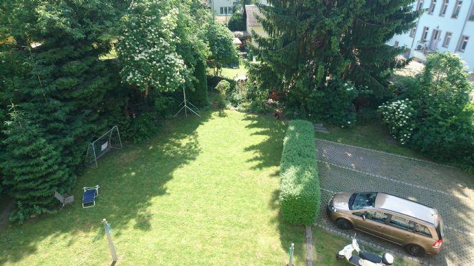 2 - Raumwohnung mit großen Garten