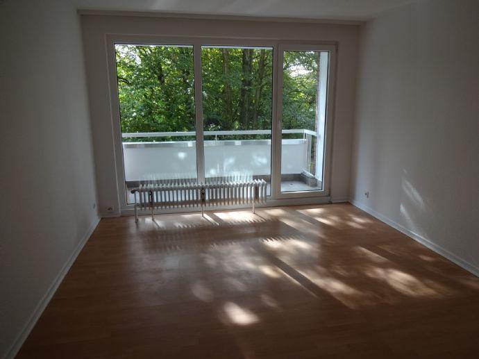 Komplett renovierte 1,5 Zimmer-Wohnung in Rentfort-Nord, Balkon, Kelleranteil, Zentralheizung