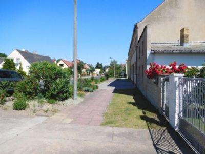 Rechtsblick in Anliegerstraße