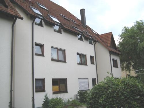 Schicke Dachgeschosswohnung in ruhiger und grüner Wohnanlage