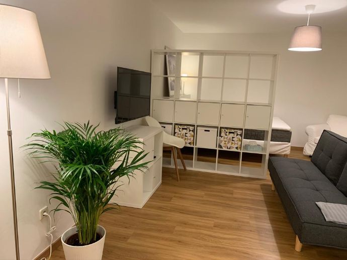 neu renoviert möblierte 1-Zimmer-Wohnung mit Balkon und Tiefgaragenstellplatz