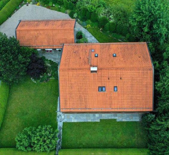 Landhausvilla mit Einliegerwohnung in Holzkirchen