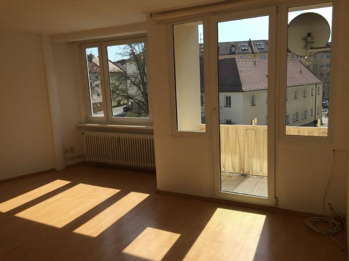 Bild 1 Von 11: Wohnzimmer (Fensterseite)