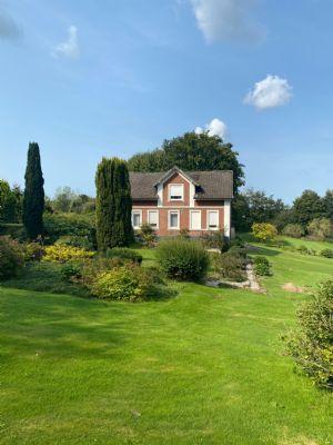 Charmantes Wohnhaus mit großzügigem Gartengrundstück