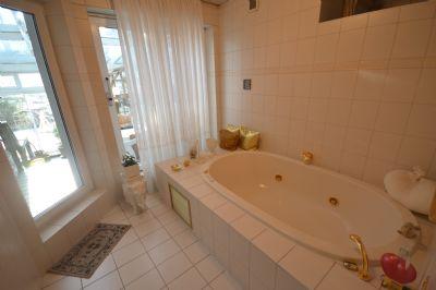Exquisites Badezimmer EG...