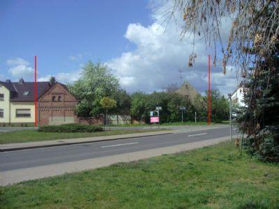 Straßenansicht zwischen den roten Markierungen