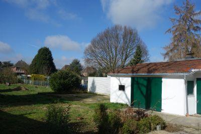 Bild 3Garten mit kleiner Garage