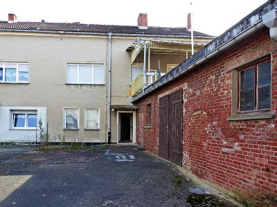 Ansicht von Westen (Garagen und Hof Dachterasse)