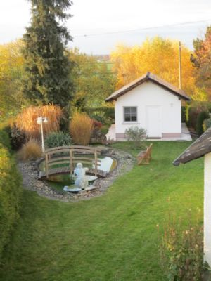 Vorgarten mit Neptun-Teich