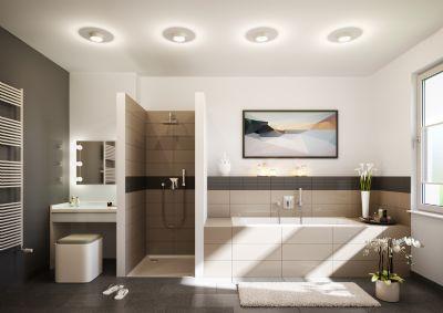 Badezimmer mit bodengleicher Dusche und Badewanne
