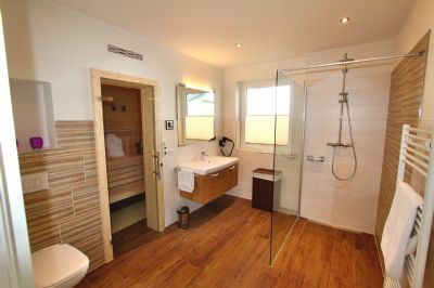 exklusive og wohnung mit gro em balkon au en whirlpool sauna gaskamin uvm etagenwohnung. Black Bedroom Furniture Sets. Home Design Ideas