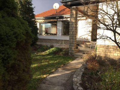 Einfamilienhaus flachbau in exzellenter wohnlage mit for Flachbau haus bauen