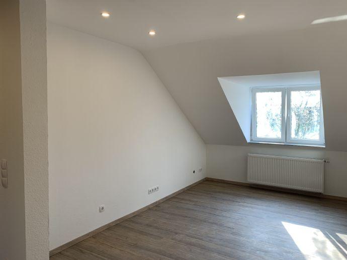 Erstbezug mit Einbauküche: schöne 2-Zimmer Dachgeschosswohnung