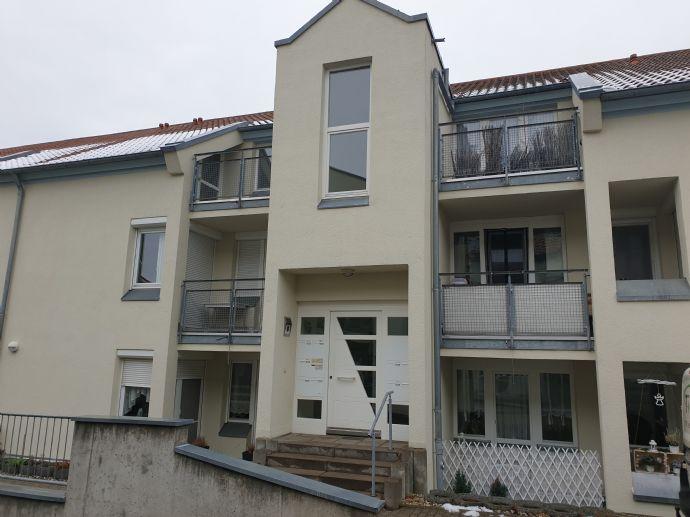2.RW. im DG. mit großem Balkon, Außenjalousien, TG.-Stellpl. u.v.m. in Weinböhla - Oberdorf zu ve