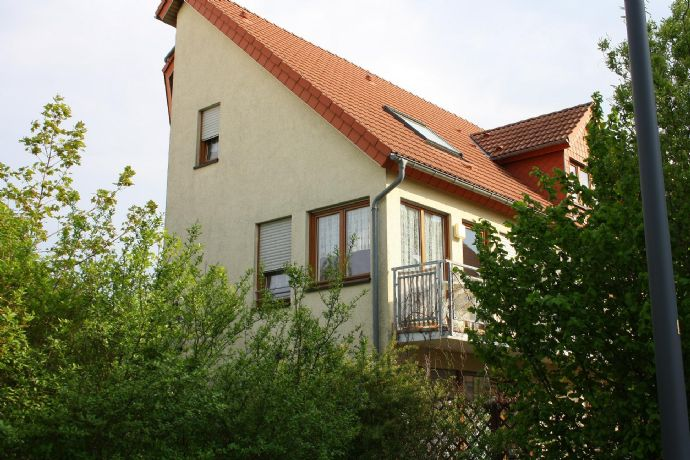 Sehr schöne Möblierte Maisonette Wohnung mit Balkon...!