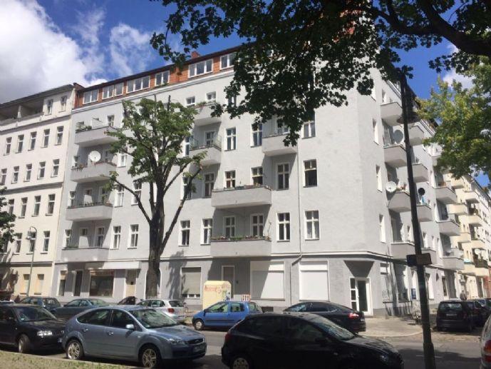 Erstbezug nach Sanierung  2 Zimmer + 1 Wohnküche + Balkon in Wedding/ nahe U-Bhf. Osloer Straße (U8, U9)