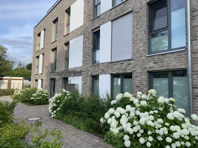 Neubau! Penthouse 2-Zi-Whg. 64,25 m2 mit EBK, Bad mit Dusche und Badewanne, schöne Terrasse