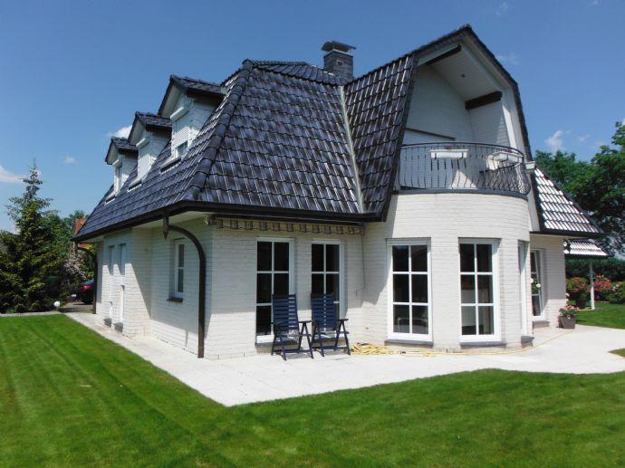 Stilvolle Villa mit tollem Grundstück. Garten mit Wohlfühl Charakter und Wellnessoase