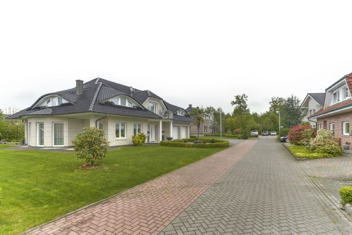 = RESERVIERT = Holland Immocenter = Luxuriöse Villa mit Doppelgarage in Bad Bentheim!