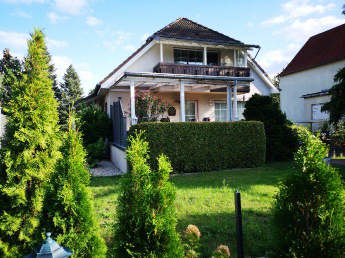 Schönes Einfamilienhaus mit Keller, Garage und Carport in Mahlsdorf