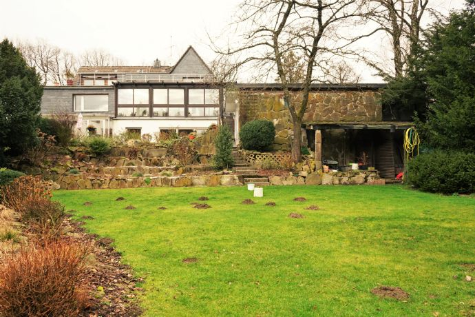 Anwesen mit hohem Wohnkomfort und individuellem Gestaltungspotential (4 Wohneinheiten)