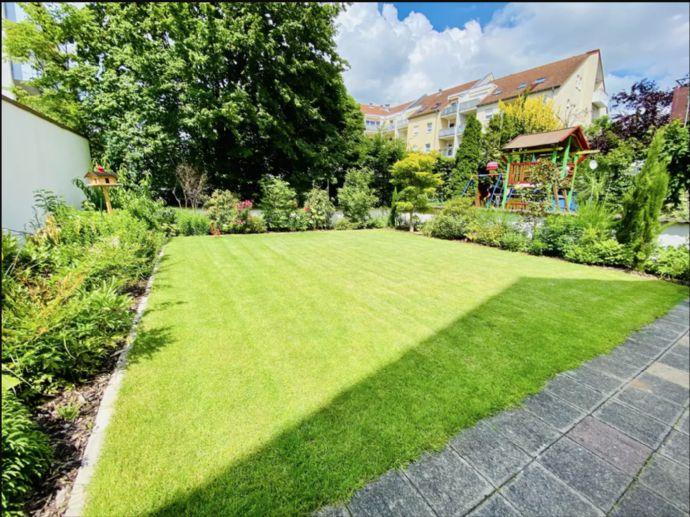 Helle 3-4 Zimmer-Wohnung mit Terrasse und schönem Garten