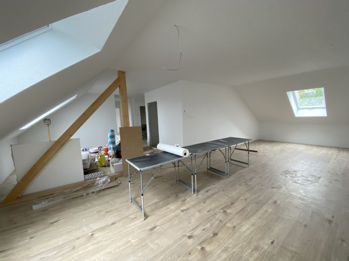 Helle Dachgeschosswohnung Erstbezug in Saarlouis-Roden nach Kernsanierung
