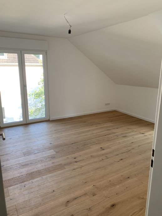 Sehr schöne, helle und neu renovierte Wohnung DG Saarbrücken Rotenbühl