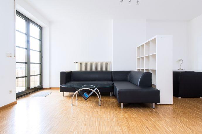 Großzügiges möbliertes 1-Zimmer-Küche-Bad-Apartment, Nähe City und Audi