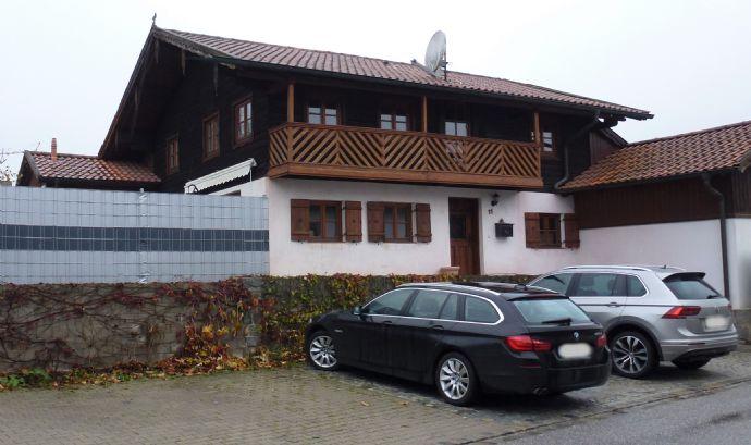 Wohnhaus mit Einliegerwohnung in Marklkofen, nähe Dingolfing