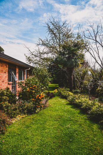 Freistehendes Zweifamilienhaus mit Garage & Wintergarten