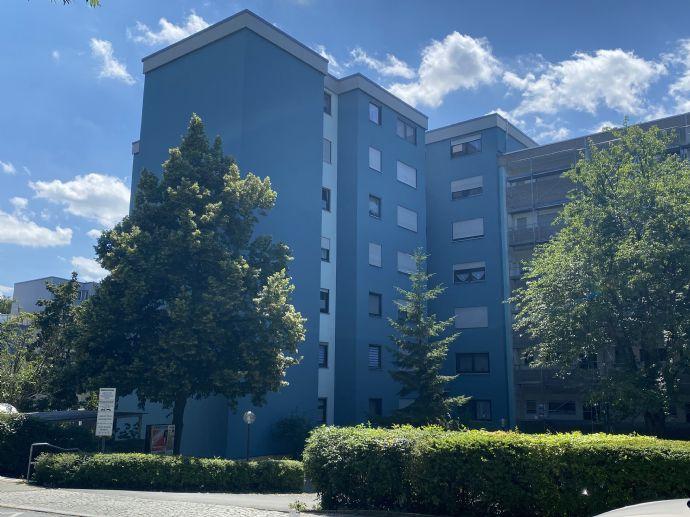 Erstbezug nach Renovierung: Großzügige 3,5-Zimmer-Wohnung mit Balkon und herrlichem Fernblick