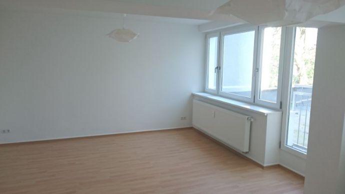 Du- Hochfeld, top sanierte 2 Zi Wohnung mit Loggia