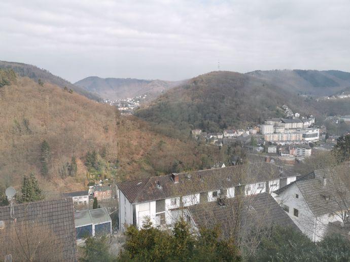 v. privat: 2-Zimmer-Wohnung mit 76 m² Wfl. in EFH in ruhiger Höhenlage v. Altena mit einzigartigem F