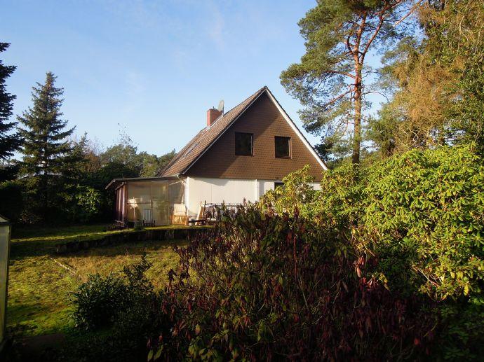 VERKAUFT     /Zweifamilienhaus mit 1204 qm Grundstück für 129.000,00 € im GRÜNEN