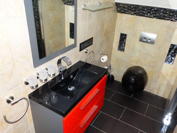 Wohnz. + Schlafz. + Küche + Bad + Diele + Balkon + Flur + Abstellkammern + Dachboden + Auto- und Fahrradstellplatz + Kabel-TV + Internet (LAN & WLAN)