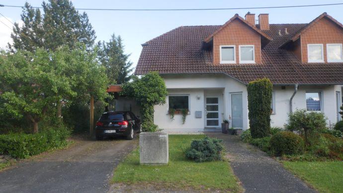 Gepflegte, modernisierte Doppelhaushälfte in ruhiger Wohngegend von Veckerhagen
